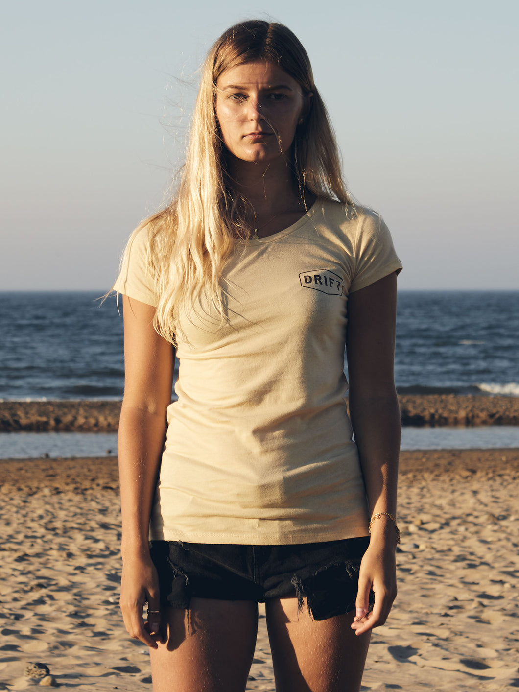 Ladies Drift tee in Camel