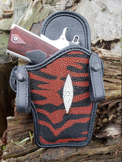 1911 Black and Red Tiger Stingray Pattern Holster With Spine