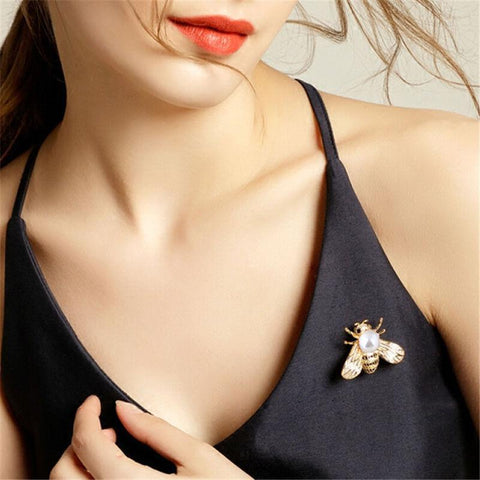 Little bee brooch