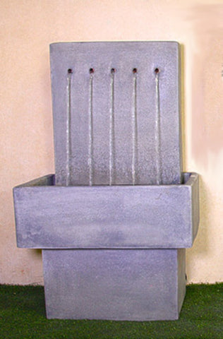An image of the Quintus Wall modern fountain in the color Slate from Creative Living.
