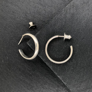Classic II: Medium Size Round Silver Hoop Earrings