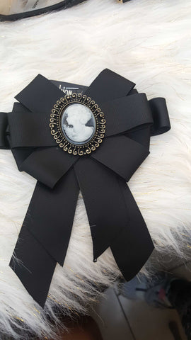 Bow Tie Brooch black
