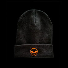 Laden Sie das Bild in den Galerie-Viewer, Alien Beanie