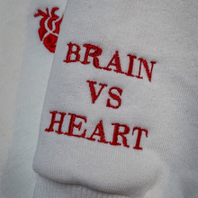 Laden Sie das Bild in den Galerie-Viewer, Hoodie Heart vs. Brain