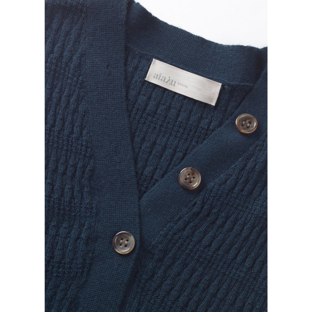 close up of the buttons on the neckline of the v-cut