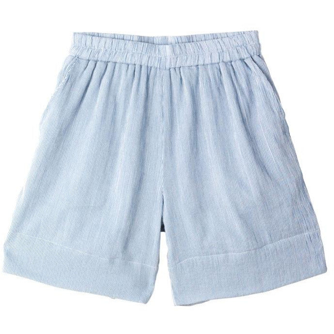 blue organic cotton shorts with a loose fit and side pockets by designer aiayu