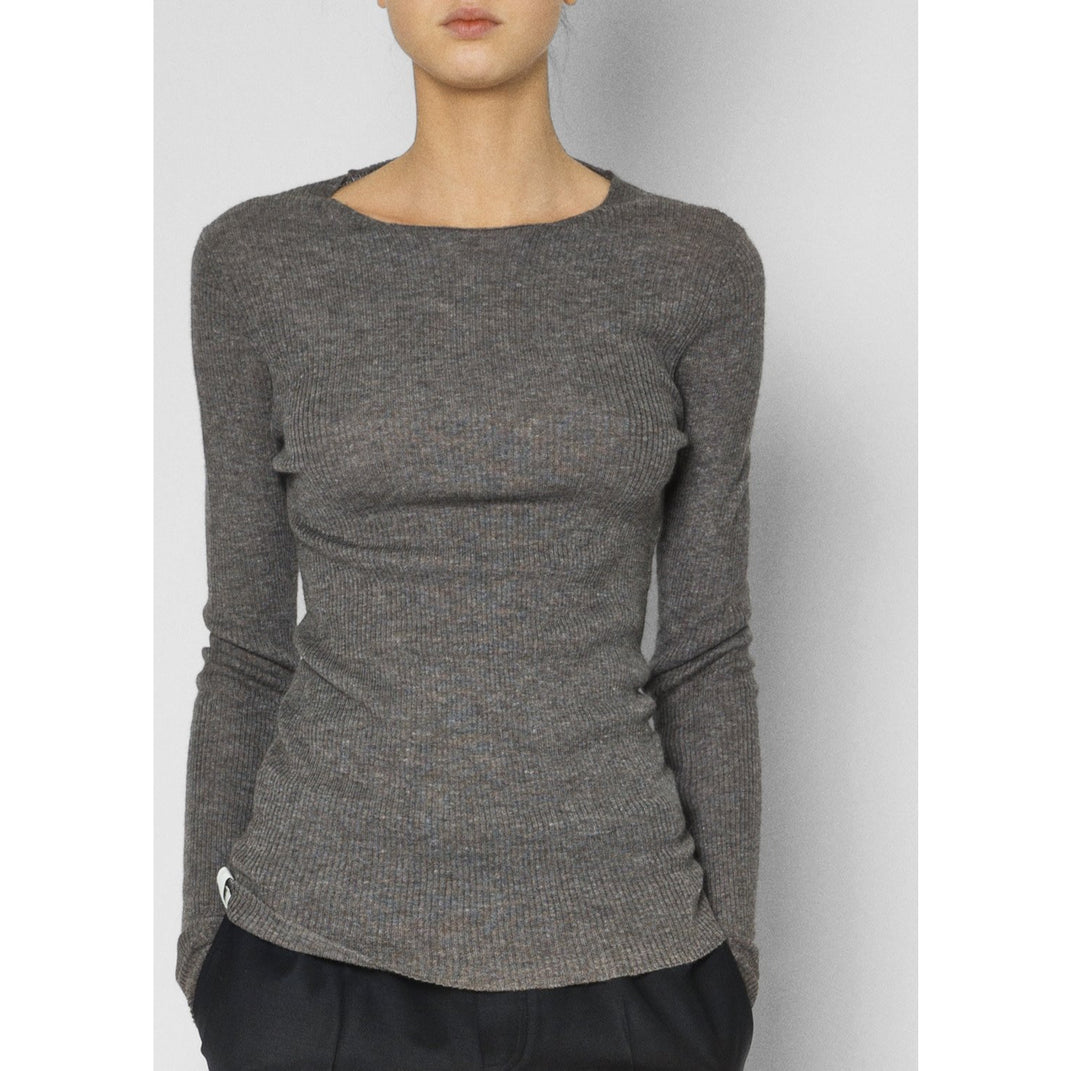 model wearing grey ribbed cashmere pullover
