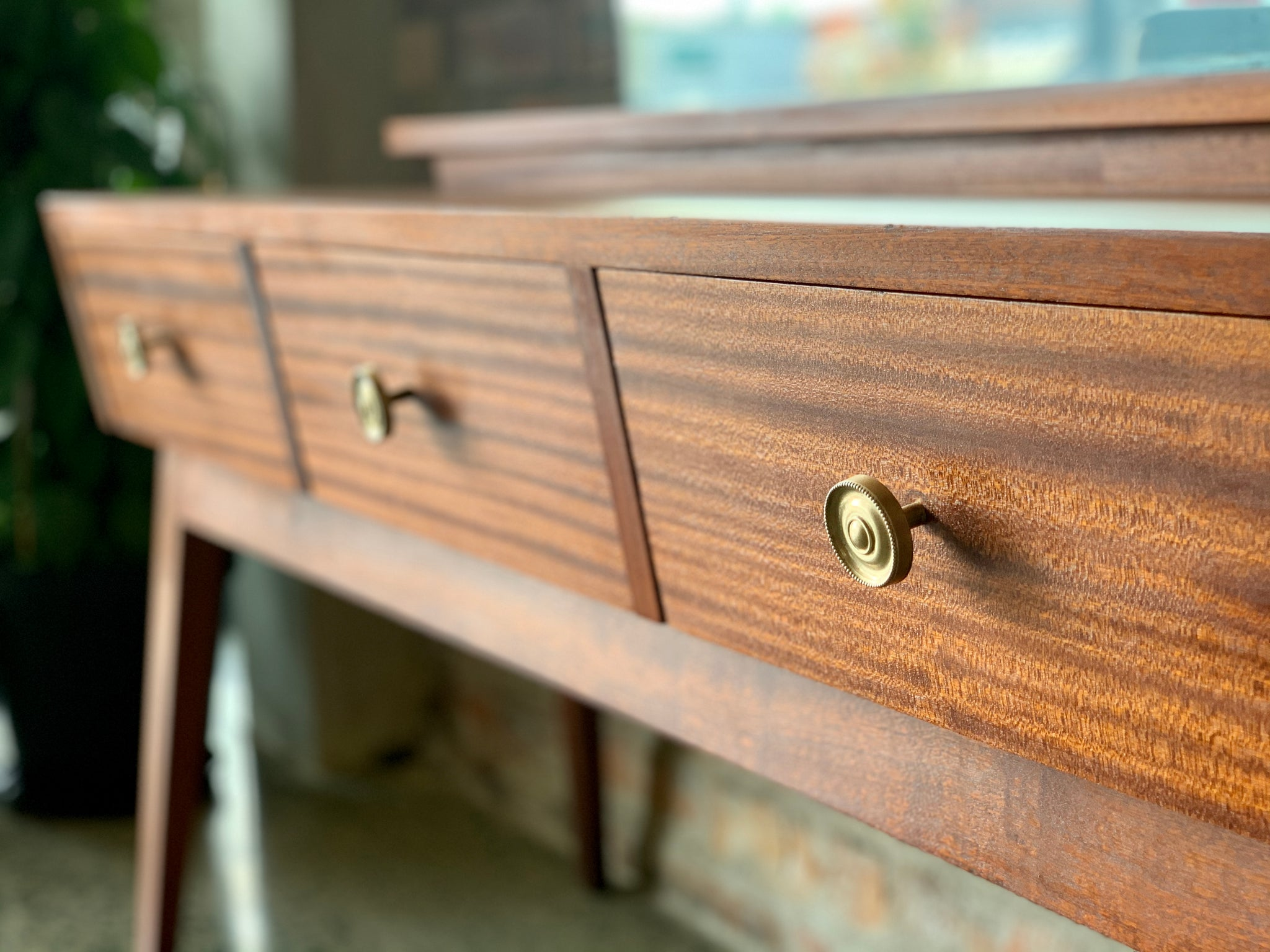 Picture of: Mid Century Mahogany Dresser Re Trend