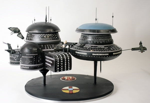 EVE Online Gallente Space Station Cake from Charm City Cakes, via Boing Boing