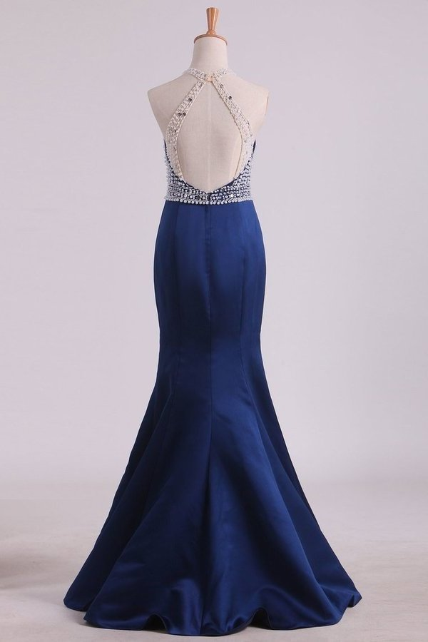Sexy Open Back Halter Mermaid Prom Dresses Satin With Beading PQEKAXY6