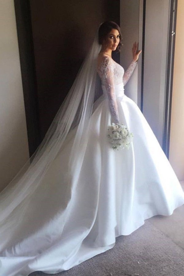 2020 Scoop Long Sleeves Lace With Slit Wedding Dresses P3KMRKC8