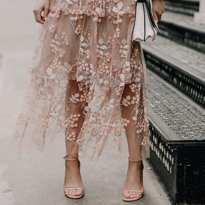 Self Portrait Floral Mesh Embellished Tulle Tiered Midi Dress RRP$485 Zoom Boutique Store dress Self Portrait Mesh Embellished Tulle Tiered Midi Dress | Zoom Boutique