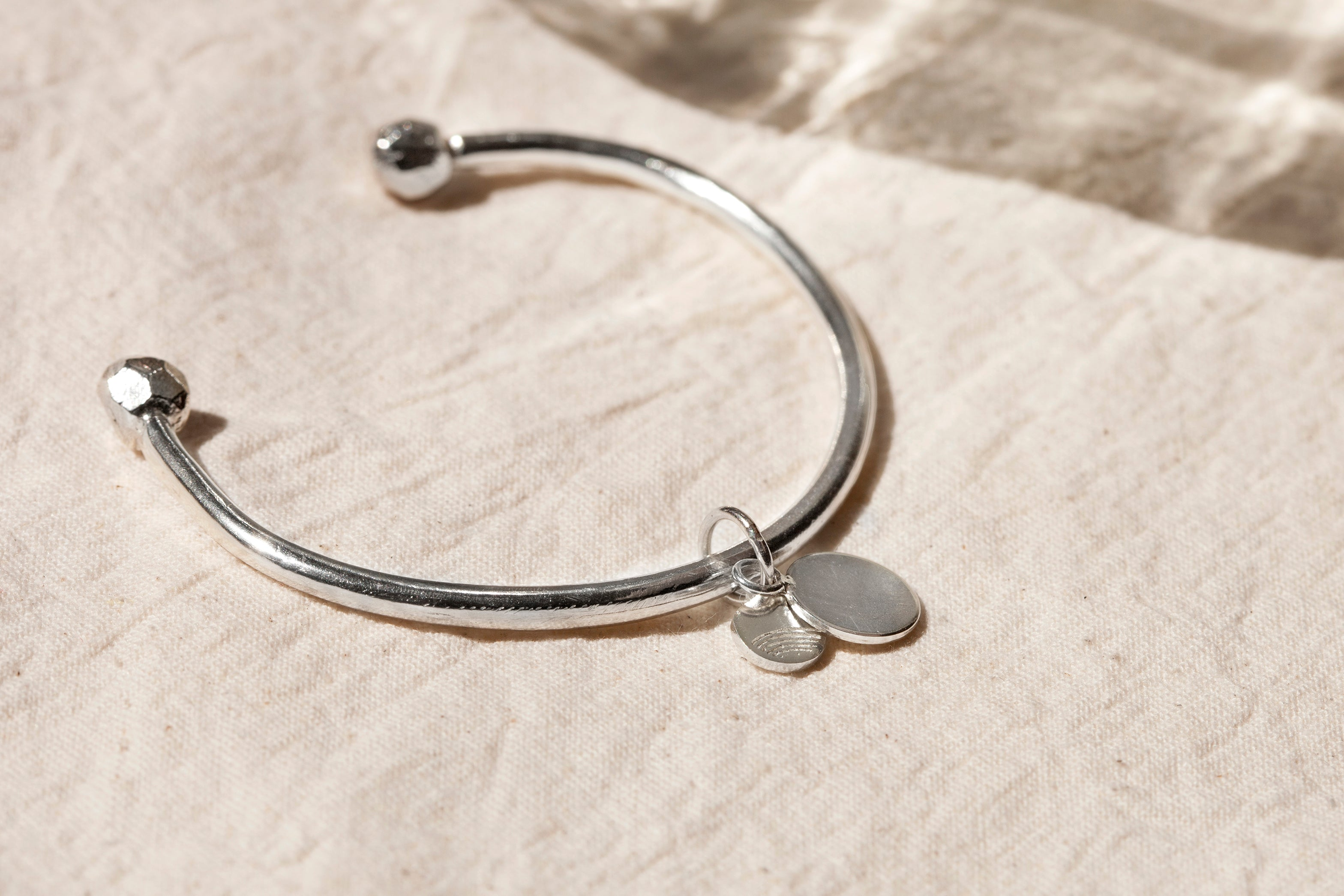 SATURN OPEN BANGLE