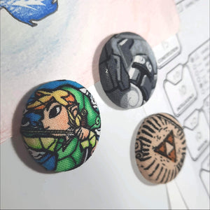 Link & Triforce Magnets Left Angle View