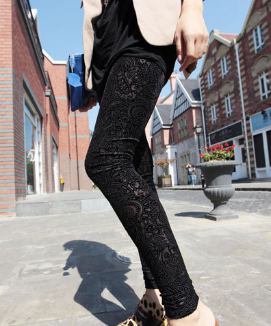 Vintage Black Tracings Velvet Leggings