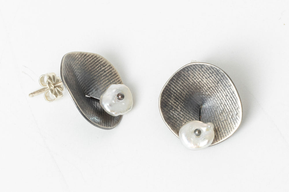 Load image into Gallery viewer, Waterlily Post Earrings - Sarah Chapman