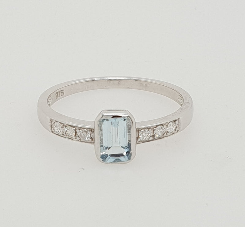 9ct white gold 6mm x 4mm Aqua-Marine and Diamond Dress Ring