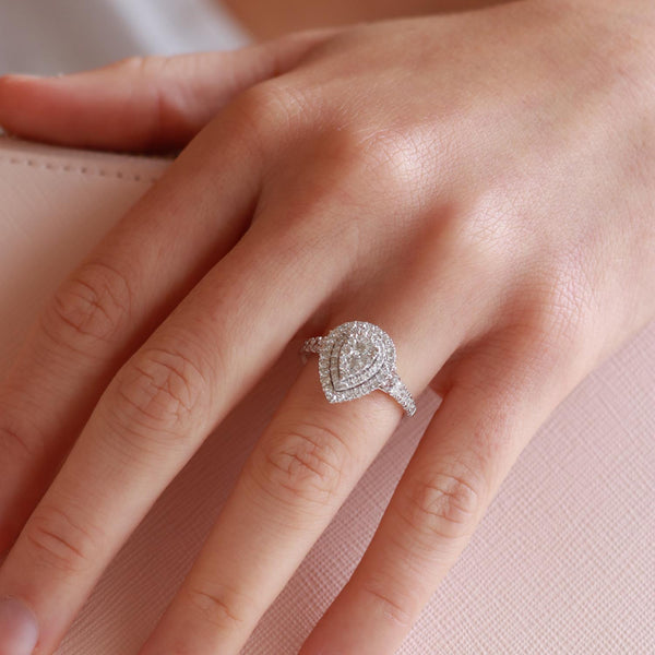Pear Ring with 1ct Diamonds in 18K White Gold