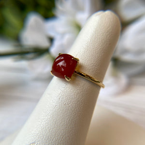 14K YELLOW GOLD 2.52 CTW CARNELIAN CABOCHON CLAW PRONG RING - PERSONA JEWELRY