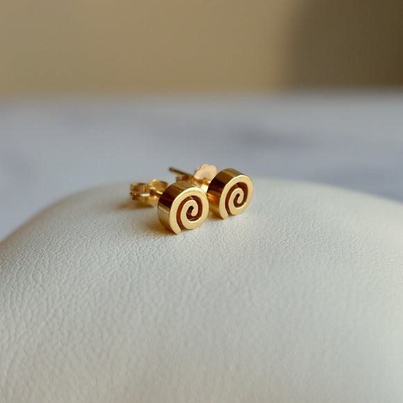 14K YELLOW GOLD SWIRL STUD EARRINGS - PERSONA JEWELRY