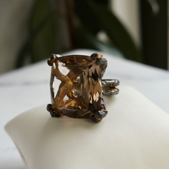OXIDIZED STERLING SILVER/24KPL 25.00 CTW SMOKY QUARTZ HAMMERED RING - PERSONA JEWELRY