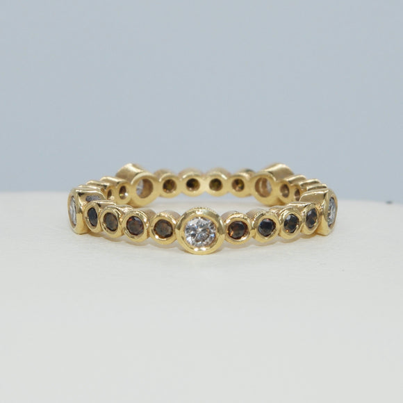 18K YELLOW GOLD BEZEL SET COGNAC AND WHITE DIAMOND ETERNITY BAND - PERSONA JEWELRY