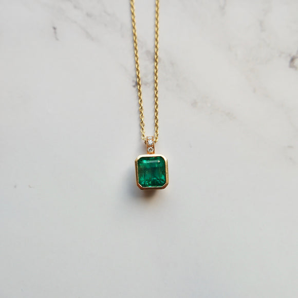 18K YELLOW GOLD 1.82 CTW BEZEL SET EMERALD AND DIAMOND NECKLACE - PERSONA JEWELRY