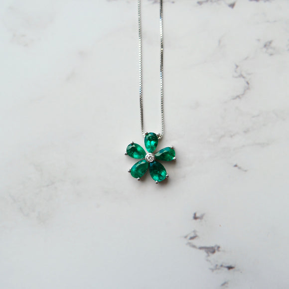 18K WHITE GOLD 1.38 CTTW PEAR SHAPE EMERALD AND 0.03 CTW DIAMOND FLOWER NECKLACE