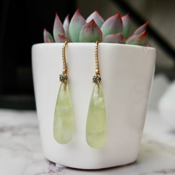 18K YELLOW GOLD 43 CTTW PREHNITE DANGLE HOOK EARRINGS