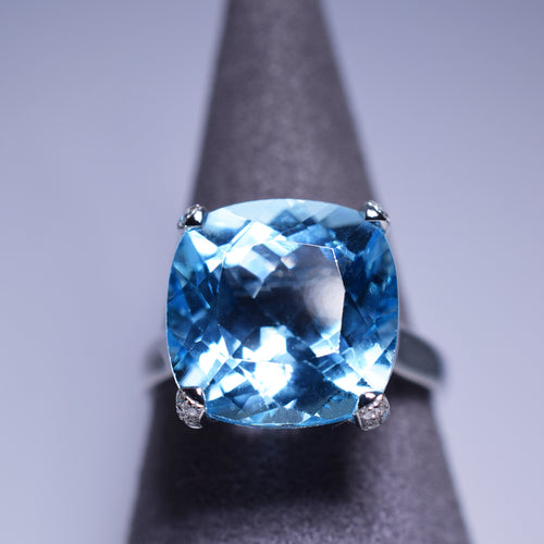 Blue Topaz Ring - 12.26 cts