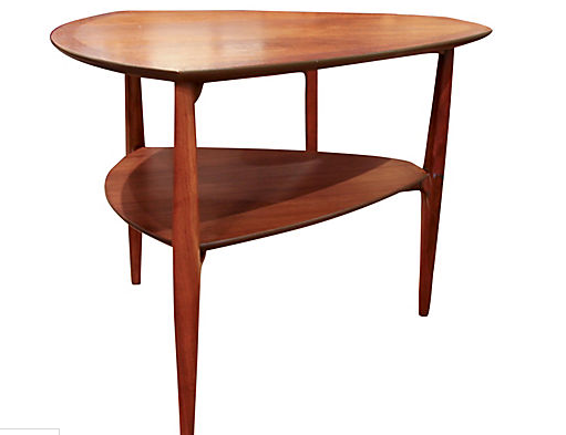 Mid Century Drexel Heritage - Walnut Rounded Triangular Side Table