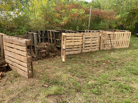 Biocomplete compost bins made from pallets