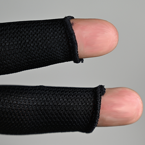 Quad stitched fingertips helps prevent fraying