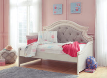 Load image into Gallery viewer, Realyn Twin Day Bed/ Storage Options