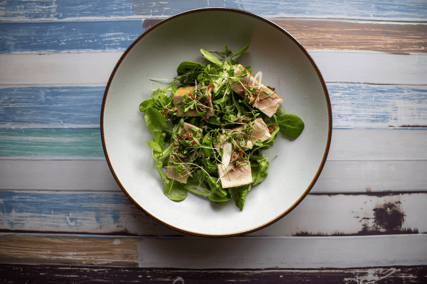 TUNA, LAMB LETTUCE AND CORIANER DRESSING
