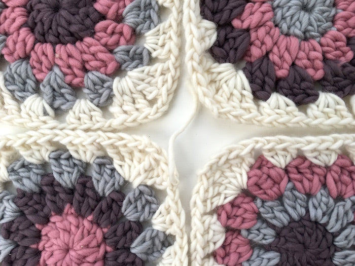 Free Crochet Pattern - How To Make And Join Granny Circles -4969