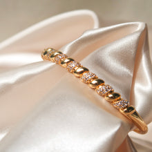 Load image into Gallery viewer, Intertwined Diamond Bangle