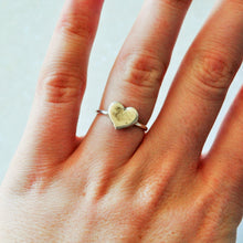 Load image into Gallery viewer, Tiny Heart Ring