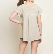HAYLEE SHORT SLEEVE PINTUCK HIGH LOW TOP WITH FRINGE HEMS