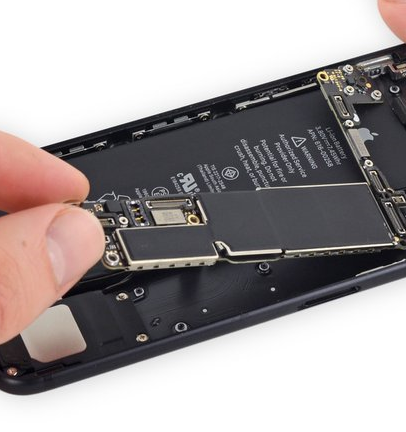 iPhone mainboard repair