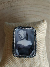 Load image into Gallery viewer, Marylin Monroe embroidery brooch