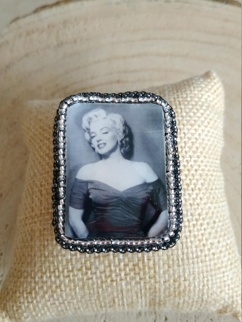 Marylin Monroe embroidery brooch