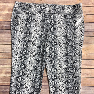 Primary Photo - BRAND: JOE B STYLE: PANTS COLOR: SNAKESKIN PRINT SIZE: 4X SKU: 232-232123-7347SIZE 26/28