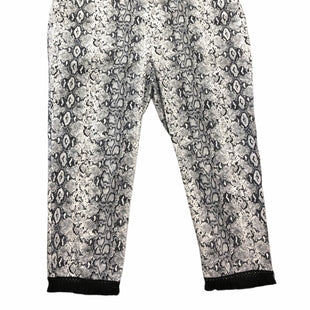 Primary Photo - BRAND: JOE B STYLE: PANTS COLOR: SNAKESKIN PRINT SIZE: 26 SKU: 232-23290-52395