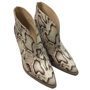 Primary Photo - BRAND: VINCE CAMUTO STYLE: BOOTS ANKLE COLOR: SNAKESKIN PRINT SIZE: 9.5 SKU: 232-232125-1361