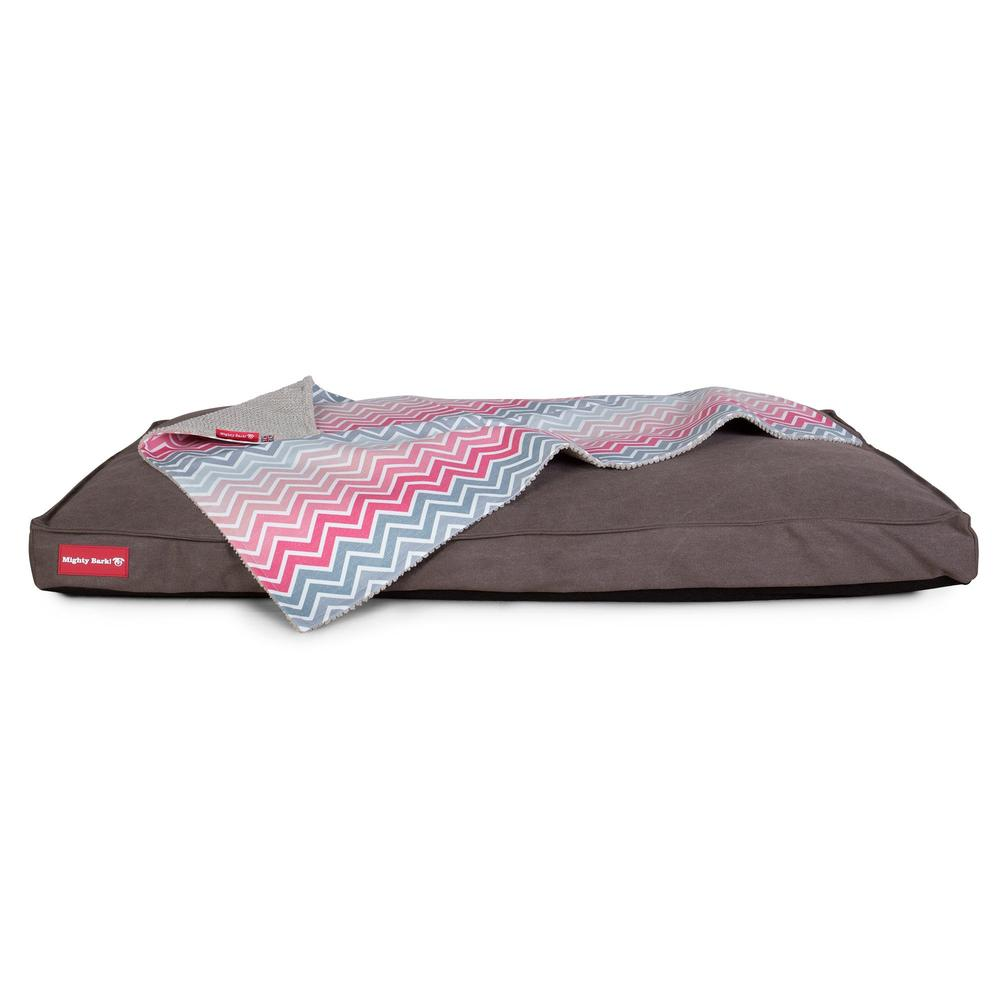 The-Blanket-Fleece-Pet-Blanket-For-Dogs-&-Cats-Geo-Print-Chevron-Pink_2
