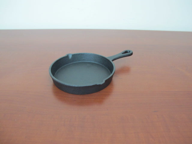 Mini Cast Iron Skillet with handle