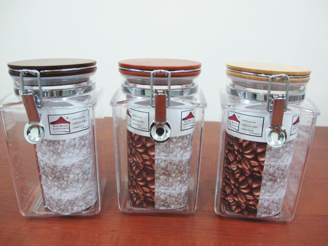 Squared Acrylic Jar with wooden lid; 1.4 lt