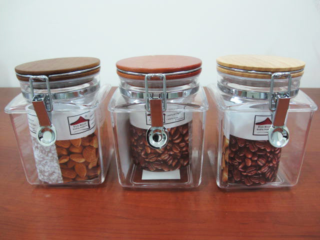 Squared Acrylic Jar with wooden lid; 1 lt