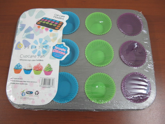 12 Serves Muffin Pan with Silicone Cups